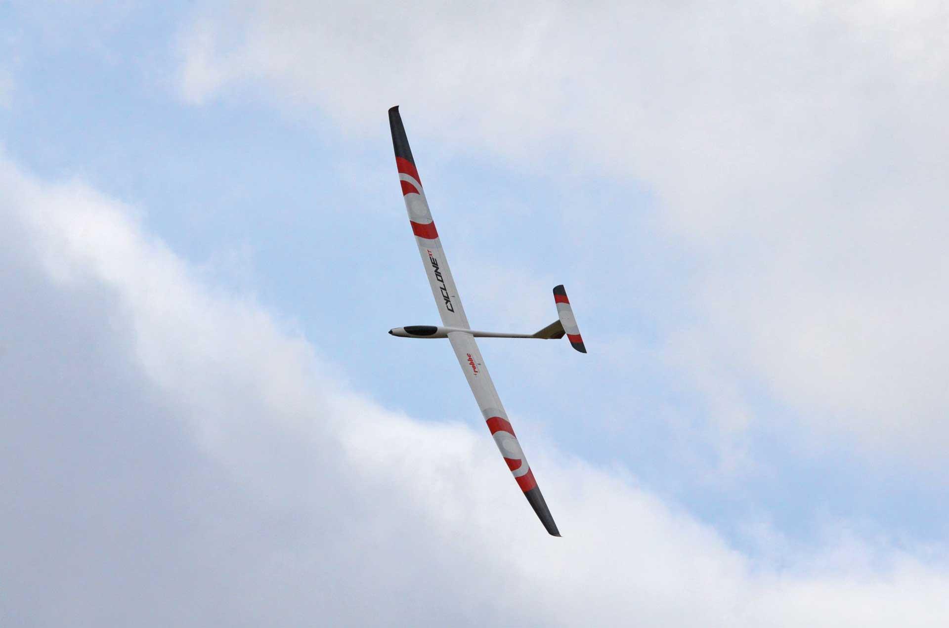 Robbe Modellsport Cyclone XT 6,2m PNP mit GfK Rumpf, 4-tlg Tragflächen mit Abachi-Beplankung