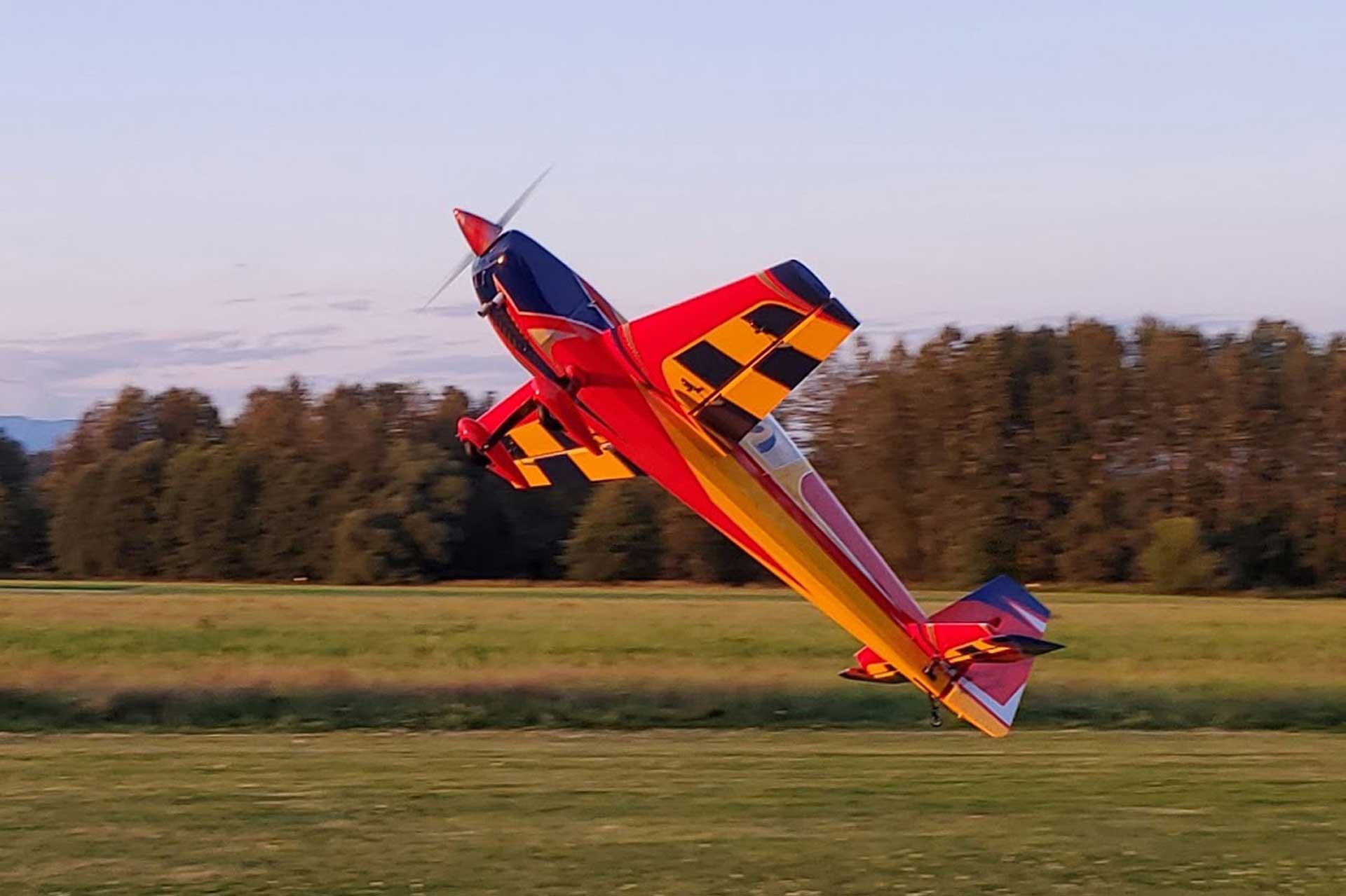 "EXTREMEFLIGHT-RC EXTRA 300 104"" RED/YELLOW/BLUE"
