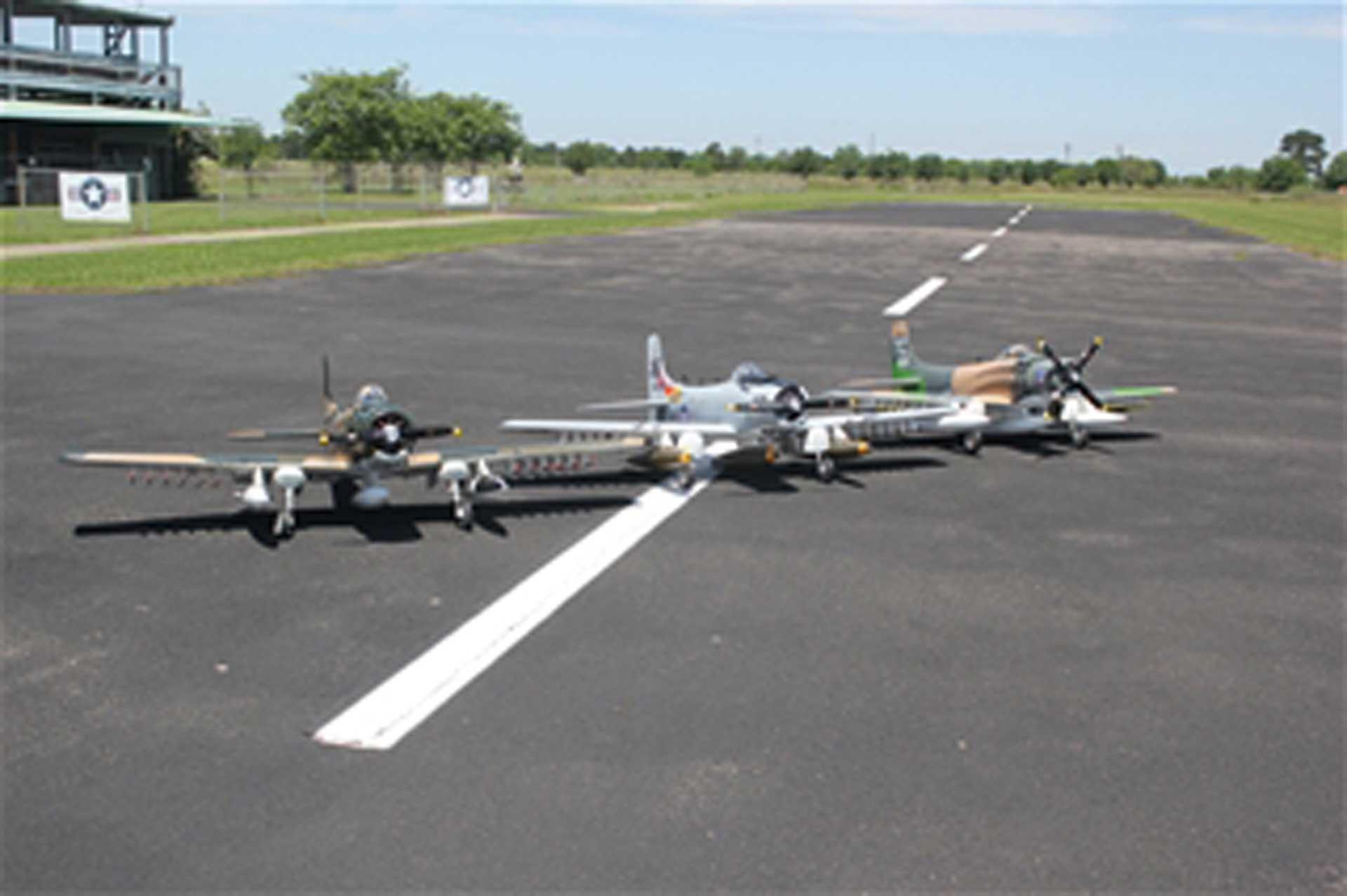 """SG-MODELS Skyraider 86"""" Camo ohne Einziehfahrwerk"""