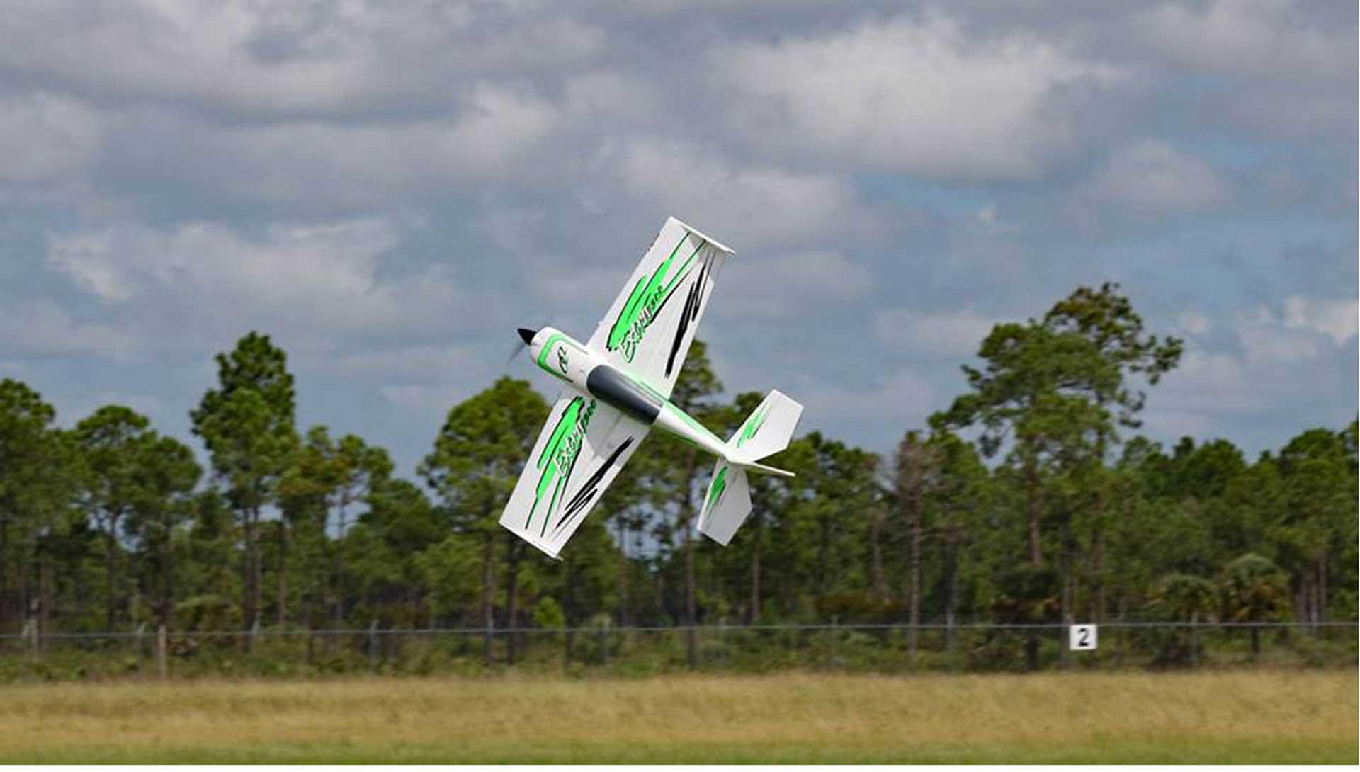 PREMIER AIRCRAFT QQ EXTRA 300 V2 GRÜN/SCHWARZ SUPER PNP MIT AURA 8